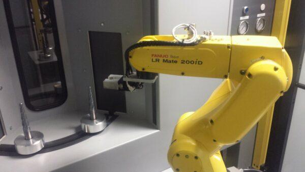 Leering Hengelo satelliet met robot (2)