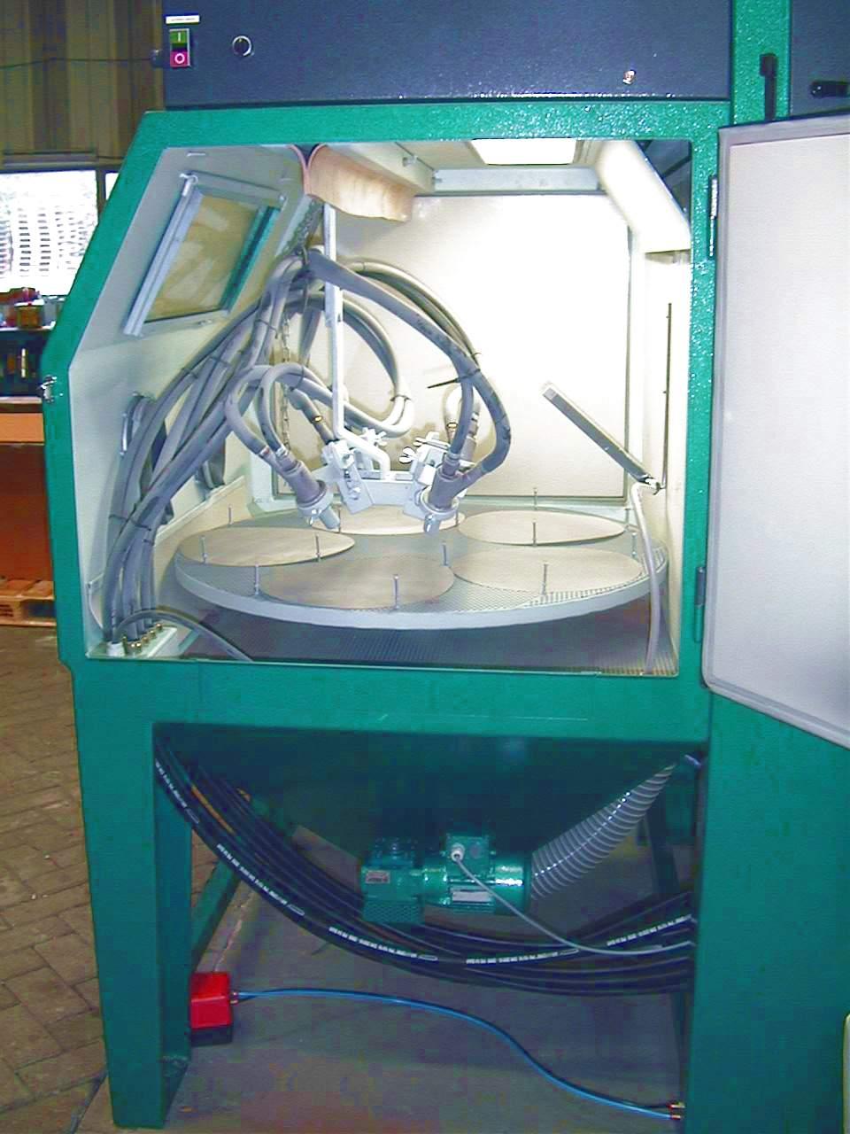 turntable moving nozzles 2_geautomatiseerde straalcabine met draaitafel