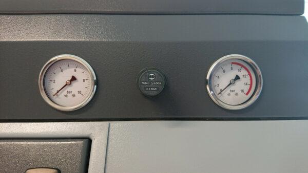 Normfinish Straalcabine manometer Leering Hengelo
